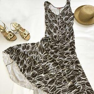 Tapemeasure sleeveless A line maxi dress